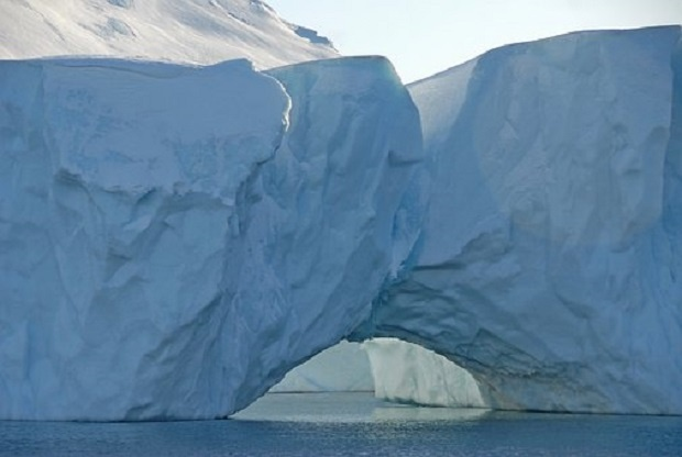 Айсберг с размер на цял щат може да се откъсне от Антарктида