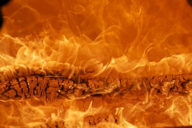 Мъж загина при пожар в дома си