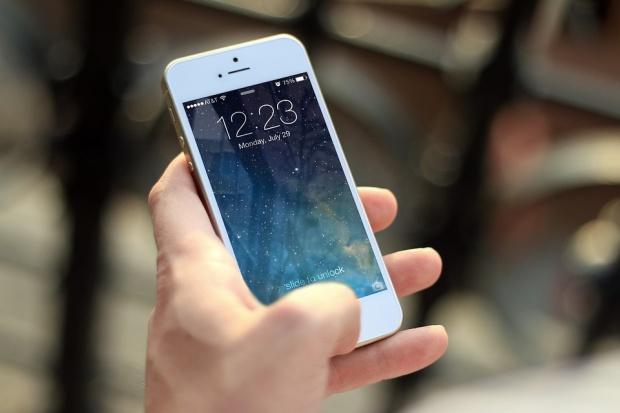 Защо разкодирането на смартфони ставa все по трудно за ФБР