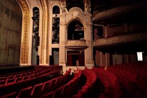 Повишава се интересът към театрите