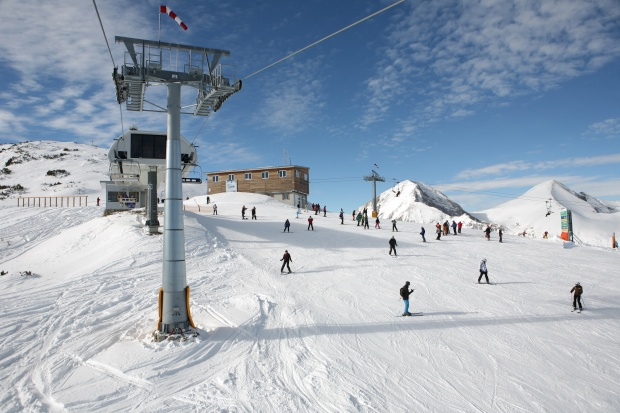 Премахват незаконен ски влек от ски зона Банско
