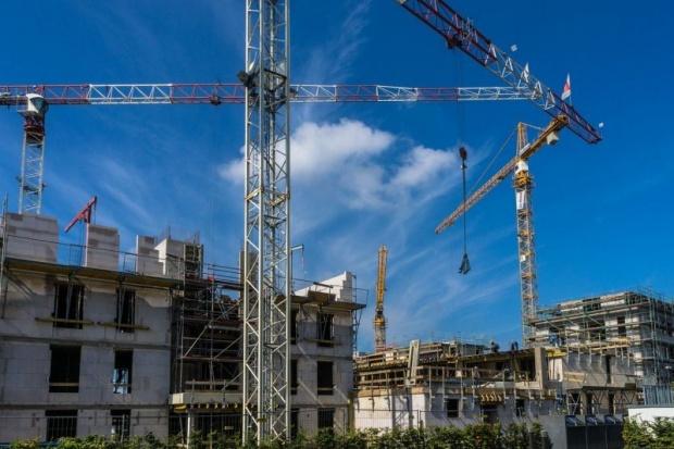 Строят се все повече къщи и все по-малки кооперации