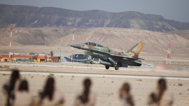 Израел сигнализира, че ще продължи да бомбардира в Сирия