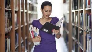 С най-високи средни доходи са завършилите висше образование в десет