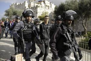 Израелски войнци за застреляли най-малко четирима палестиници и са ранили