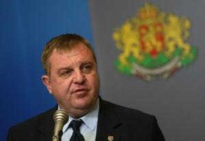 Министърът на отбранатаКрасимир Каракачановобясни пред премиераБойко Борисови журналисти по време
