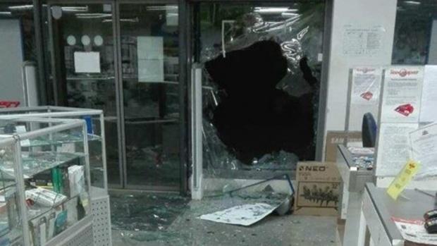 Разбиха с брадви и обраха магазин за техника в Ботевград