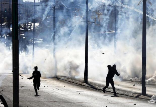 Сблъсъци между палестинци и израелски полицаи, има убити и десетки ранени