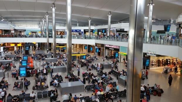 Лошо време затвори летищата в Лондон, българи не могат да се приберат