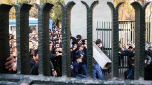Един от твърдолинейните ирански духовници призова Иран да създаде свои