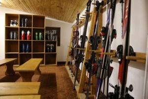 Ски гардероб и хранителен магазин в Банско, четири търговски обекта