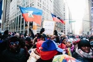 Стотици хора, мнозинството от които американци с хаитянски произход, се