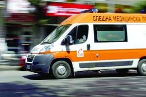 Дете и мъж пострадаха при тежка катастрофа близо до Попово