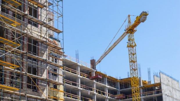 Срещу мръсния въздух: Строителите в София мият на 10 метра около строежа