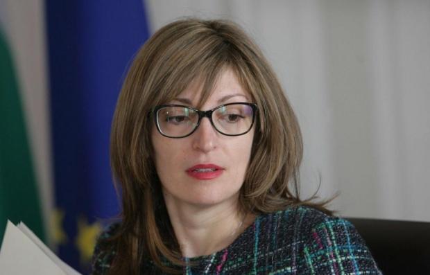 Захариева: С речта си Доналд Туск ще остане в сърцата на българите