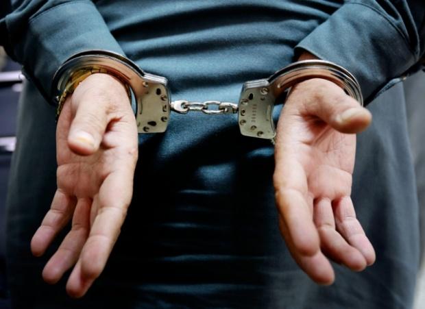 5 денонощия арест за мъж залял, жена с бира