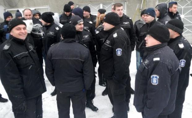 Надзиратели от затворите и служители от съдебната охрана готвят протести