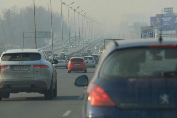 Столична община: Въздухът отново е мръсен, слезте от автомобилите