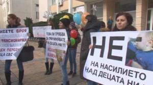 Продължават протестите на родители срещу агресията в детските градини и