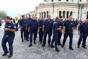 """Служители на """"Съдебна охрана"""" излязоха на протест в Благоевград във"""