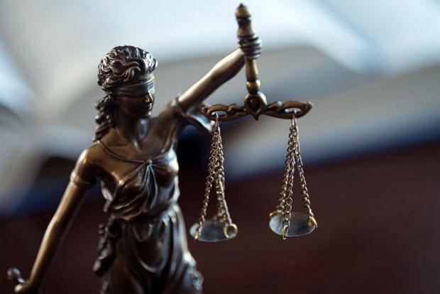 Обвинен за измами под фалшиво име във Фейсбук иска да е вън от ареста