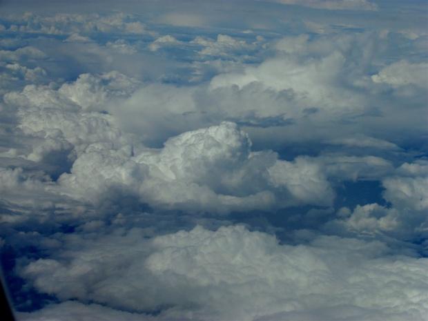 Времето днес - облаци и дъжд следобед
