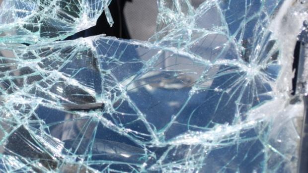 Кола падна от мост в София