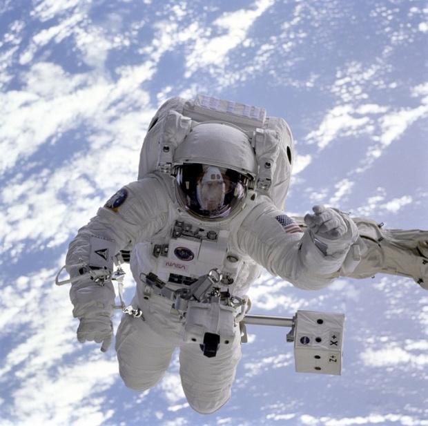 Трима космонавти се завърнаха успешно на Земята