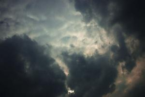 Днес студеният атмосферен фронт ще премине и през Източна България.