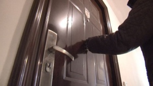 Служители на ГДБОП задържаха педофил, издирван с червена бюлетина на