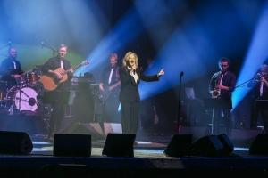 Грандамата на френската музика Силви Вартан е вече в България!