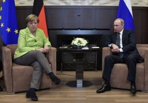 Руският президентВладимир Путин разговаря днес по телефона с германската канцлерка
