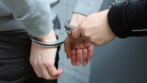 Четирима полицаи бяха арестувани при акция в Пловдивско, съобщава бТВ.
