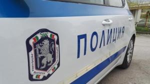 Арестуваха три момчета за среднощен грабеж