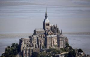 Мон Сен Мишел - един от най-посещаваните туристически обекти във