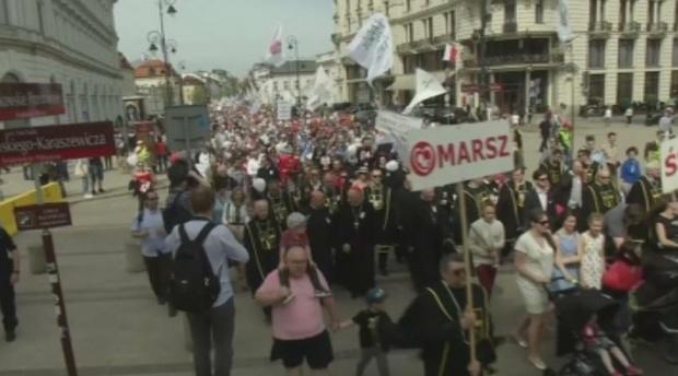 Многохиляден протест против абортите в Полша