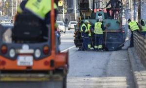 Близо 700 хиляди квадратни метра улични дупки ще бъдат асфалтирани
