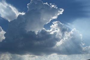 Днес облачността над Западна България ще е по-често значителна и