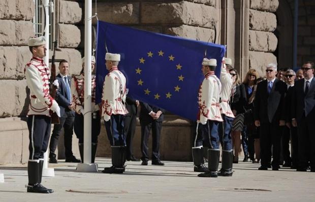 Знамето на ЕС беше издигнато пред президентството за Деня на Европа