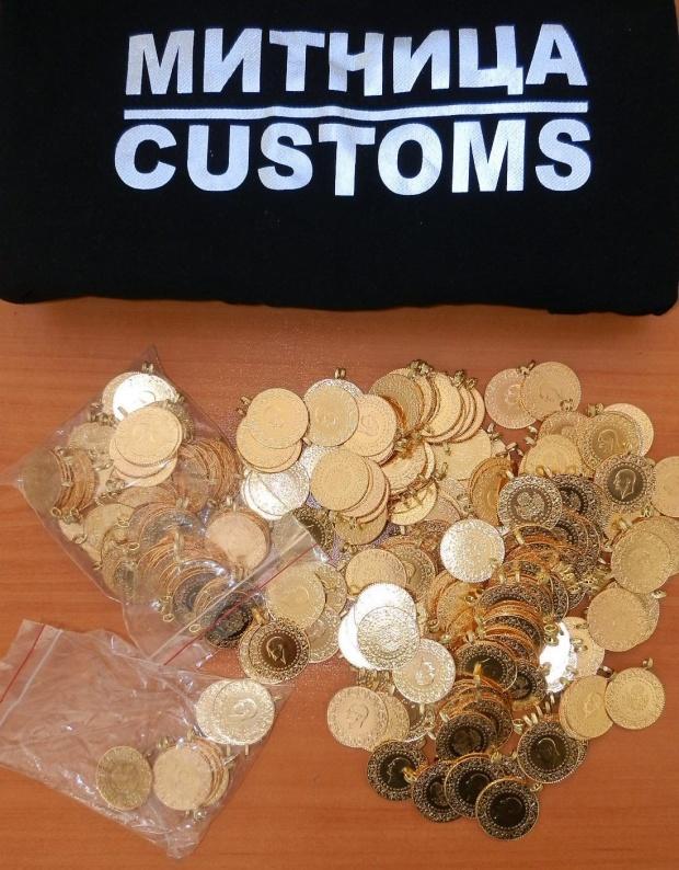 Спипаха контрабандни златни монети