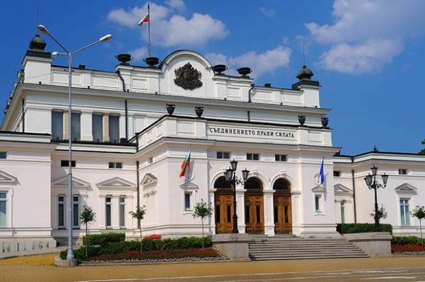 Парламентът с извънредни заседания на 22 и 23 май