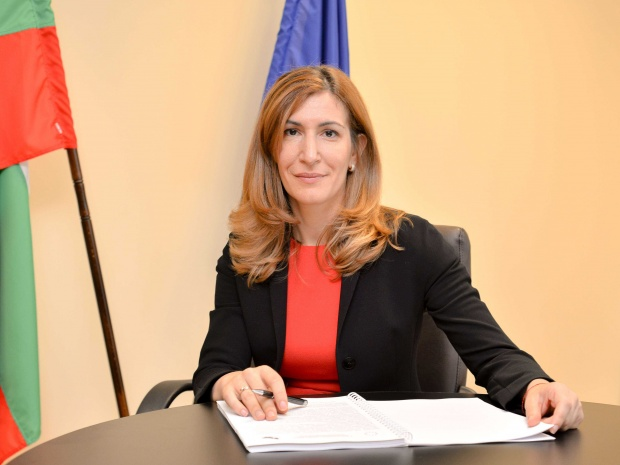 Министър Ангелкова разпореди проверка на плаж Кабакум за нерегламентирани постройки