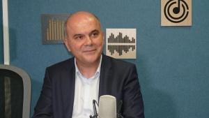 Министърът на труда и социалната политика Бисер Петковсподели, чеподал оставка
