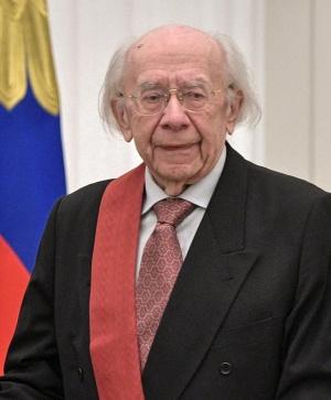 Диригентът, пианист и композитор ГенадийРождественскипочина на 88 години, съобщи ТАСС.