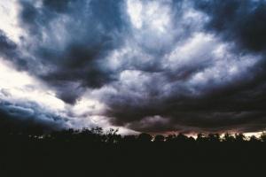 Жълт код за обилни валежи и гръмотевици е обявен за