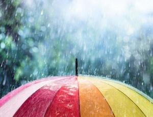 Днес валежите постепенно ще отслабват и спират най-късно в западните