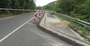 Движението през прохода Шипка е затруднено заради свлачища и пропадане