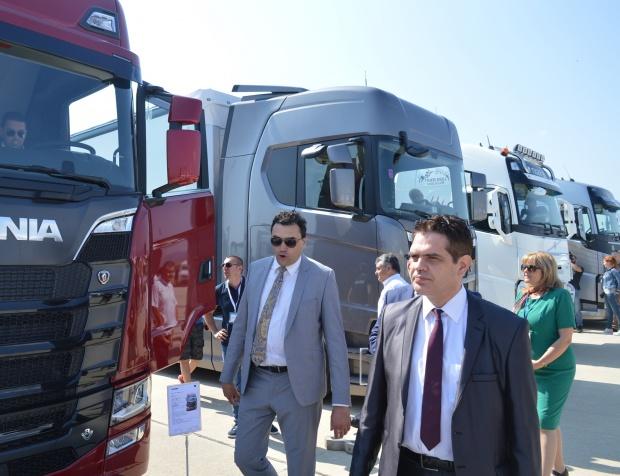 Държавата опитва да привлече производител на камиони и автобуси у нас