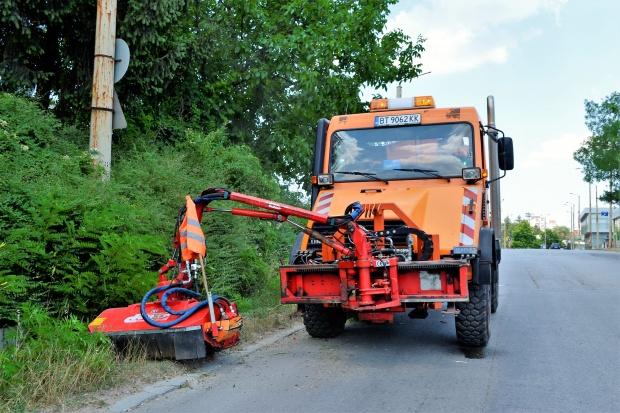 Автоматизирана машина просветлява общинските пътища край Велико Търново