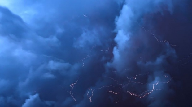 Гръмотевични бури и оранжев код за опасно време в Западна България